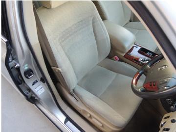 気付きにくいカーシートの汚れや臭いがしみ付く前にクリーニングを。